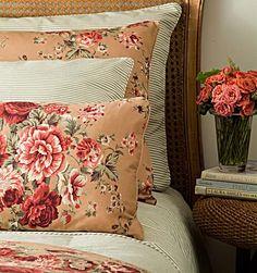 As roupas de cama da coleção Marquesa 230 fios, da Blue Gardenia (11 3881-7717), são marcadas pela romântica estampa florida. A almofada vale R$ 75, e o jogo de cama queen, com lençóis e fronha, R$ 599.