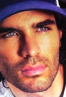 eduardo verastegui... LOVE him in 'Bella' :)