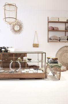 Een vakantie in Schoorl is niet compleet zonder een bezoekje aan L'Etoile Conceptstore in Schoorl én in Bergen. Dat is dan ook preci... Oakwood Hotel, Bergen, Inside Shop, Cool Store, Pop Up Shops, Shop Interiors, Retail Shop, Store Design, Interior Architecture