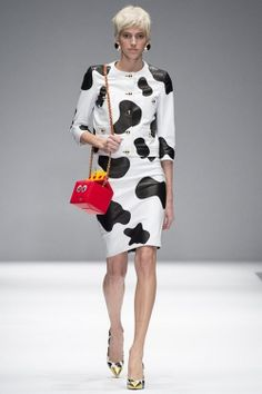Fast food, cows and SpongeBob to the new collection by Moschino - Woman's heaven