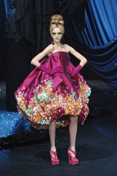 Christian Dior Spring 2008 Couture. I know I've pinned this before, but I'm so inlove with this..