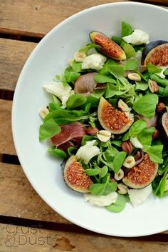 Crust and Dust - Kulinarny Blog Roku 2012. Jemy i piszemy.: Sałatka z figami, mozzarellą i szynką parmeńską