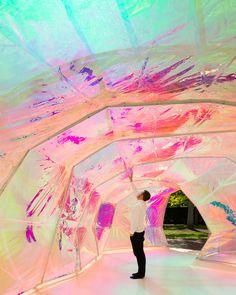 """Imagem 4 de 5 da galeria de Serpentine Pavilion de SelgasCano: """"Saco Plástico Barato"""" ou """"Parquinho Inflável Pop-Art"""". Fotografia de Jim Stephenson"""