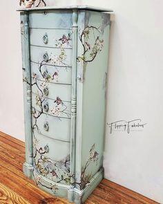 Diy Furniture Projects, Repurposed Furniture, Unique Furniture, Vintage Furniture, Rehabbed Furniture, Hand Painted Furniture, Paint Furniture, Redoing Furniture, Decoupage Furniture