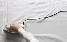 Je hebt voor dit simpele trucje bijna niks nodig: droger een nat washandje of kleine handdoek Maak het washandje of de doek...