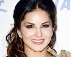 Sunny Leone is an Indian-Canadian-American model and actress. On television, she was seen as a contestant on Colors TV reality show - Bigg Boss Season Sunny Leone Sunny Pictures, Girl Pictures, Hollywood Actress Pics, Bollywood Actors, Bollywood Fashion, Cute Girl Face, Turkish Beauty, Most Beautiful Indian Actress, Beautiful Hijab