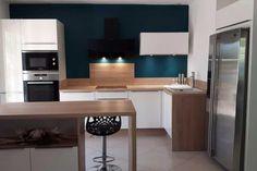 {Cuisine client} Cuisine blanche et bois moderne par SoCoo'c Lattes #cuisine #cuisineéquipée #cuisineblanche #blanc