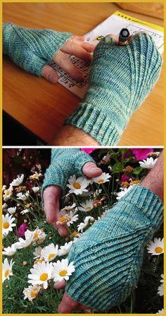 Straightforward Mitts - Free Pattern - Knitting for beginners,Knitting patterns,Knitting projects,Knitting cowl,Knitting blanket Knitting Machine Patterns, Crochet Stitches Patterns, Knitting Stitches, Free Knitting, Stitch Patterns, Cable Knitting, Fingerless Mittens, Knit Mittens, Crochet Socks