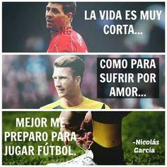 La Vida Es Muy Corta... Como Para Sufrir Por Amor... Mejor Me Preparo Para Jugar Fútbol