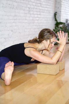 keep your lumbar long, legs active, lean forward from the hips.