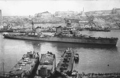 Light cruiser project 26 'Voroshilov' in the South Bay of Sevastopol. Black Sea Fleet in Black Sea Fleet, Soviet Navy, Navy Marine, Photo Lighting, Navy Ships, Military Equipment, Fortification, Submarines, World War Ii