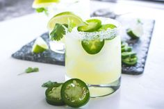 Looking for an easy delicious cocktail to serve at your next party? This easy spicy margarita recipe is just the perfect mix of sweet & jalapeño. Easy Cocktails, Fun Drinks, Yummy Drinks, Beverages, Drinks Alcohol, Healthy Drinks, Tequila Drinks, Holiday Drinks, Classic Cocktails