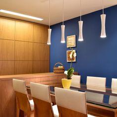 www.marinacarvalho.com  #marcenaria #azul #paredeAzul #dinningRoom #salaDeJantar #louçaria #armárioPainel