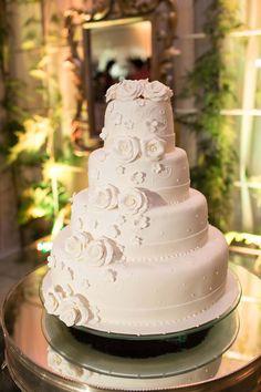 Casamento clássico na igreja Monte dos Guararapes com festa no Clube da…