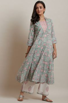 Designer Wear: Shop Designer Ethnic Wear by Farida Gupta Simple Kurti Designs, New Kurti Designs, Kurta Designs Women, Blouse Designs, Ethnic Wear Designer, Indian Designer Outfits, Designer Dresses, Indian Dresses, Indian Outfits