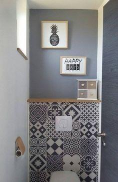 idée de tiroir dans le coffre qui sera crée derrière les toilettes. puis recouvert d'une tapisserie imitation carreaux de ciment et couper les contour des tiroir.