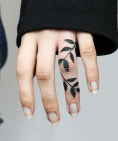 Ideal Leaf Tattoos on Finger To Get Eye Catching Look Cover Up Finger Tattoos, Finger Tattoo For Women, Finger Tats, Tattoos For Women, Exotic Tattoos, Hot Tattoos, Tatoos, Thumb Tattoos, Leaf Tattoos