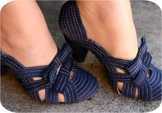 Perfect blue shoes..... I love these low heels