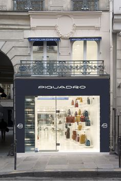 Rue Saint-Honoré Piquadro shop