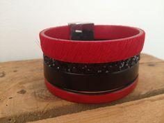 Bracelet manchette cuir rouge noir Foul'art  Fermoir aimanté - Taille M   www.foul-art.com www.facebook.com/myfoulart Facebook, Bracelets, Art, Red Leather, Lobster Clasp, Human Height, Jewels, Bangles, Craft Art
