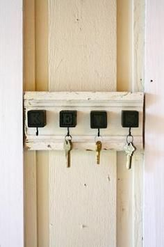 DIY Tutorial Mail & Key Holders / DIY Key Rack From Old Keys - Bead&Cord