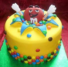 M&M cake. Drip Cakes, Fondant Cakes, Cupcake Cakes, Fondant Icing, Anti Gravity Cake, Character Cakes, Crazy Cakes, Novelty Cakes, Cute Cakes