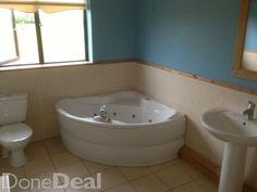 Complete spa/ jacuzzi bath and ware Jacuzzi Bath, Material For Sale, Whirlpool Bathtub, Building Materials, Corner Bathtub, Modern, Spa, Bathroom, Stuff To Buy