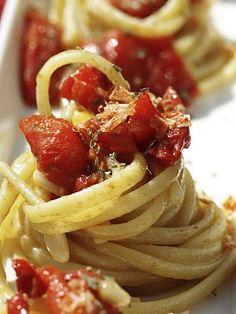 linguine ai peperoni arrostiti e pinoli Linguini Pasta Recipe, Linguine, Italian Dishes, Italian Recipes, Cooking Peppers, Yakisoba, Cooking Challenge, Fresh Pasta, Food Staples