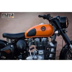 New royal enfield logo sticker on classic 350 with modified orange tank Royal Enfield Thunderbird Modified, Royal Enfield Modified, Royal Enfield Stickers, Bullet Modified, Royal Enfield Logo, Royal Enfield Classic 350cc, Royal Enfield Wallpapers, Bullet Bike Royal Enfield, Royal Enfield India