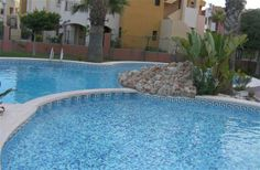 2 Bedroom Apartment in Torrevieja Area to rent from £140 pw, within 15 mins walk of a Golf course, with a shared swimming pool. Also with Solarium, balcony/terrace, air con and DVD.