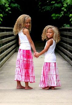 These girls are gorgeous. These girls are gorgeous. Precious Children, Beautiful Children, Beautiful Babies, Beautiful People, Cute Kids, Cute Babies, Natural Hairstyles For Kids, Black And Blonde, Mixed Babies