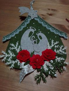 Homemade Christmas Decorations, Felt Christmas Ornaments, Christmas Items, Christmas Stockings, Christmas Holidays, Felt Crafts, Diy And Crafts, Christmas Crafts, Christmas Wall Hangings