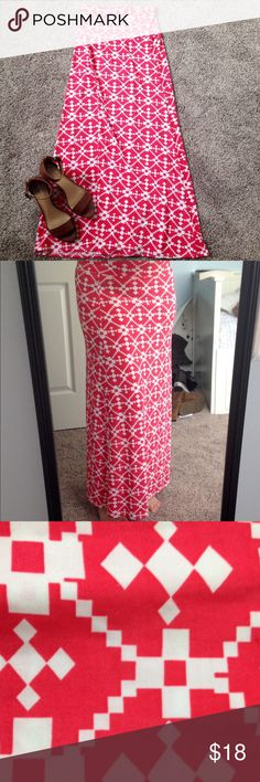 Red and white patterned maxi skirt Red and white patterned maxi skirt. Is in great condition. Size: M. Comment with any questions that you have! Skirts Maxi