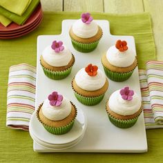 The textured petals and stamens of our hibiscus icing decorations bring great detail to these easy treats.