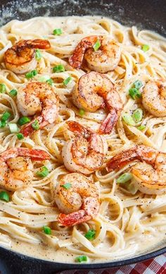 Cajun Shrimp Fettuccine Alfredo Recipe ~ A creamy alfredo fettuccine spiced with cajun seasoning and served with blackened shrimp that makes for a quick and tasty meal for the family that is also sure to impress guests!