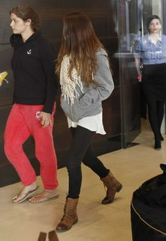 Justin Bieber eats lunch with his entourage, including girlfriend Selena Gomez, before walking outside to meet and pose with fans.  They are staying at The Olsen Hotel in Melbourne. 7-15-2012