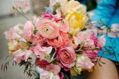 gorgeous ombre ranunculus bouquet | Aaron Nicholas #wedding