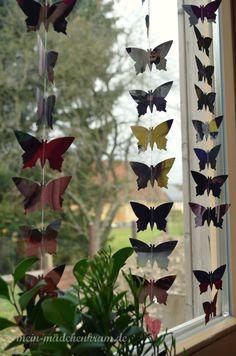 Vorhang aus ausgestanzten Schmetterlingen