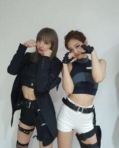 Lisa and jennie 🥰 lisa Jennie blackpink beauty super good babygirls lovelygirls💕 happyᕕ(ᐛ)ᕗ cutegirls😘 Blackpink Lisa, Jennie Blackpink, Blackpink Fashion, Korean Fashion, Fashion Outfits, Kpop Outfits, Mode Outfits, Mode Kpop, Black Pink Kpop