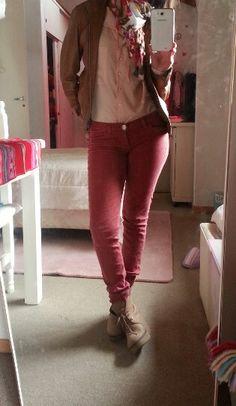Pantalon Bordeau. Campera marron