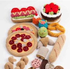 Cute crochet croissants and other French delights! Cute crochet croissants and other French delights! Crochet Diy, Crochet Food, Love Crochet, Crochet For Kids, Crochet Crafts, Yarn Crafts, Crochet Projects, Crochet Fruit, Crochet Patterns Amigurumi