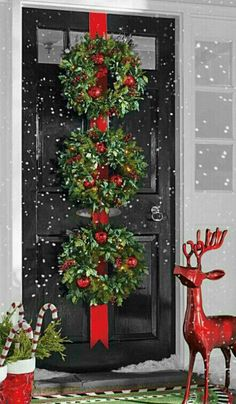 Beautiful way to decorate the door this christmas! Make your first impression … – Outdoor Christmas Lights House Decorations Christmas Front Doors, Christmas Door Decorations, Outdoor Decorations, Outdoor Ideas, Christmas Entryway, Tree Decorations, Indoor Outdoor, Christmas Door Wreaths, Winter Wreaths