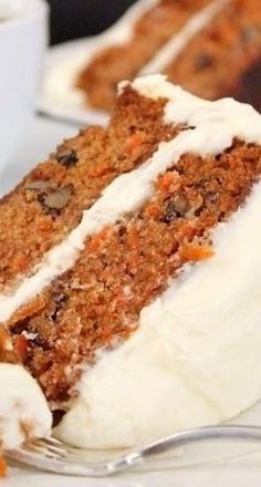 Classic carrot cake with cream cheese frosting, I have replaced the apple sauce with pineapple pieces! Classic carrot cake with cream cheese frosting, I have replaced the apple sauce with pineapple pieces! No Bake Desserts, Just Desserts, Delicious Desserts, Dessert Recipes, Yummy Food, Cake With Cream Cheese, Savoury Cake, Let Them Eat Cake, Yummy Cakes