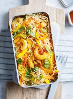 This cold shrimp recipe with vermicelli is the perfect lunch to take to work! Vermicelli Salad, Vermicelli Recipes, Cold Lunches, Cold Meals, Ricardo Recipe, Shrimp And Vegetables, How To Cook Fish, Cooking Recipes, Healthy Recipes