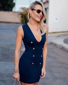 O que é a modelagem desse vestido @tob_trend_of_blessing? Deixa o corpo lin-do! Sem falar nos botões que dão um charme especial ao look!   #laylamonteiro #bloglaylamonteiro #looksdalay by laylamonteiro http://ift.tt/1XKKDKn #Raynniere #Makepeace