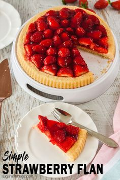 A strawberry tart with a light sponge base. This Simple Strawberry Flan recipe is super quick and easy but sNO i.uch a beautiful treat. The perfect Summer dessert Brownie Desserts, Oreo Dessert, Mini Desserts, Flan Dessert, Delicious Desserts, Tart Recipes, Sweet Recipes, Baking Recipes, Dessert Recipes