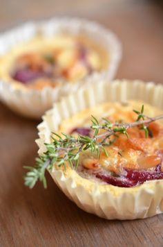 Rezept für Fingerfood: Mini-Quiches mit Roten Zwiebeln und Ziegenkäse (www.rheintopf.com)
