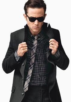 Joseph Gordon-Levitt as a pron-addicted guy with Scarlett Johansson as his gf in his directorial debut film....woo...