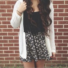 Black crop top,cream cardigan and floral skirt. I would wear this with combat boots or heels to make it more of a fancy outfit. Tomboy Fashion, Teen Fashion, Love Fashion, Fashion Black, Skirt Fashion, Fall Fashion, Style Fashion, Fashion Ideas, Fashion Jewelry