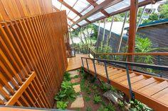 http://cdn.home-designing.com/wp-content/uploads/2014/01/22-Exterior-staircase.jpg
